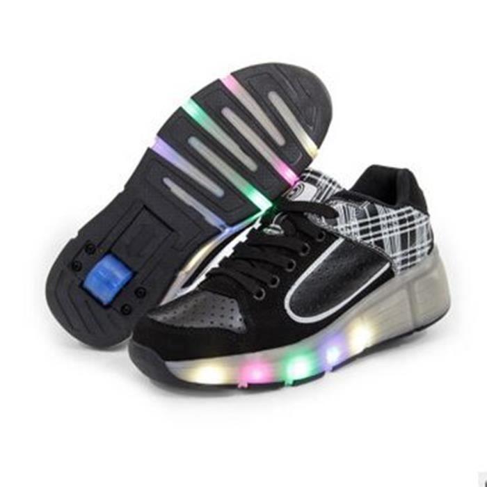 Nouveau rouleau LED Hommes Skate And Women LED Heelys Wheel Unique Design Shoe Lighting Superstar Chaussures Chaussures Enfants Spor