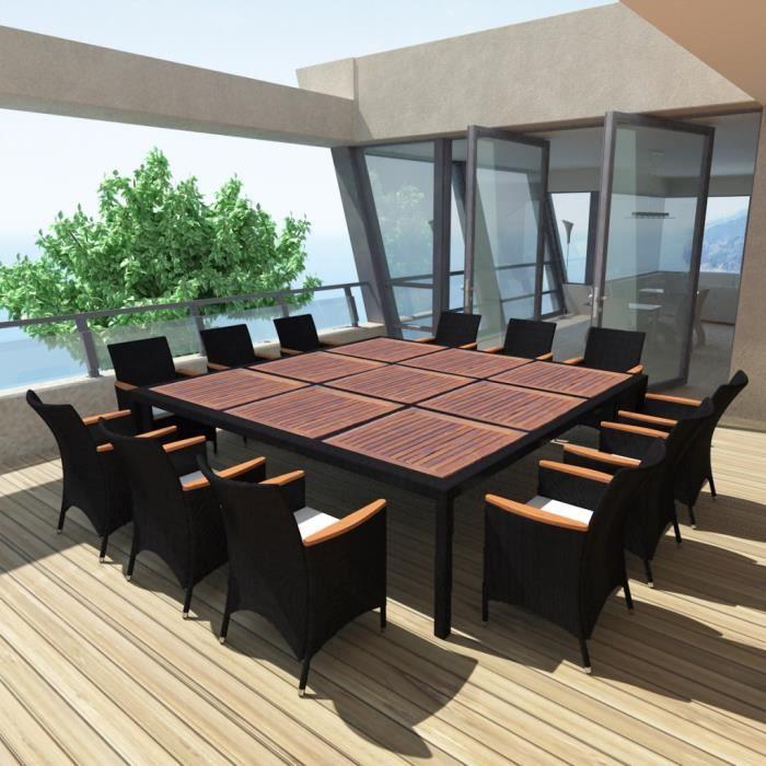 Ce Jeu Salle à Manger En Rotin De 12 Personnes A Un Design élégant