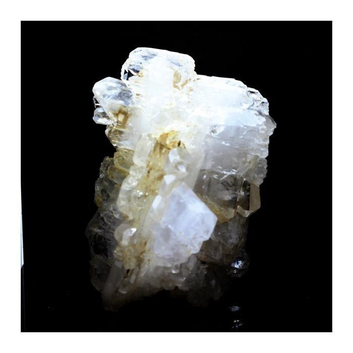 Pierre -Quartz à Ame ( faden quartz ). 437.8 ct. Champ-Laurent, Chambéry, France. Rare