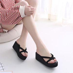 Sandales anti-dérapantes d'été de paillettes de femmes Pantoufles intérieures et extérieures de pantoufle @SJF80104733RD Lquxr5iqc