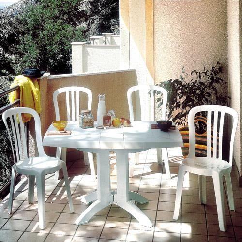 Salon de jardin: Table VEGA blanche + 4 chaises Bistrot blanc