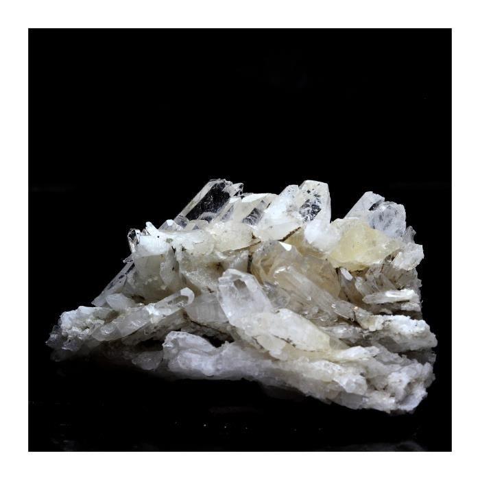 Pierre -Quartz à Ame ( faden quartz ). 167.9 ct. Champ-Laurent, Chambéry, France. Rare
