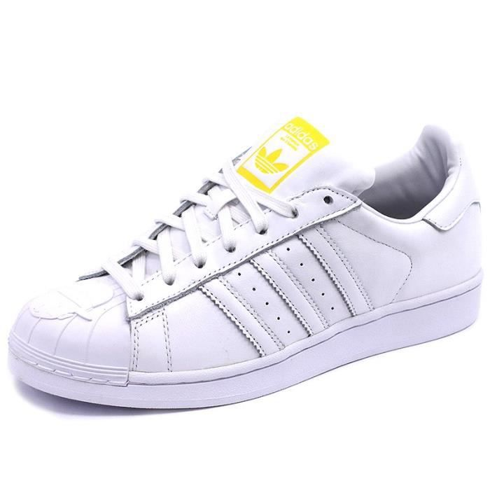 check-out b3961 1febb Chaussures Superstar Pharrell Williams Blanc Homme/Femme ...