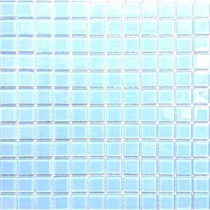 CARRELAGE - PAREMENT Carrelage mosaïque en verre. Bleu clair. Pour les