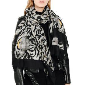 Echarpe femme imprimé léopard Bleu marine et gris Franges laine Bleu ... b175fa7cc20c